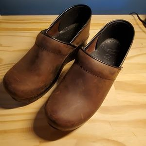 Brown leather size 39 Dansko shoes